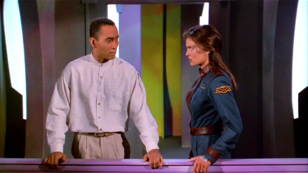 Tracy Scoggins and Richard Biggs in Babylon 5: The River of Souls (1998)
