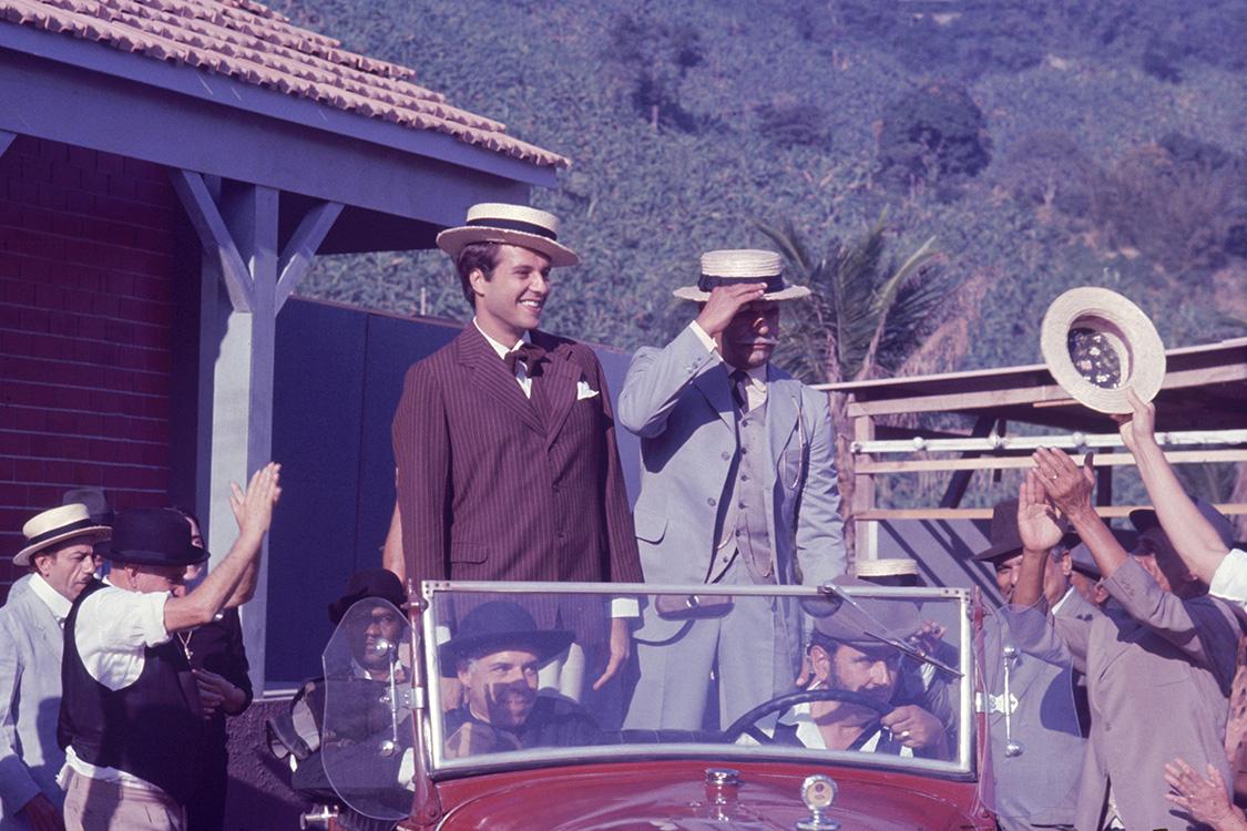 Hélio Ary, Dennis Carvalho, and Edson França in O Casarão (1976)