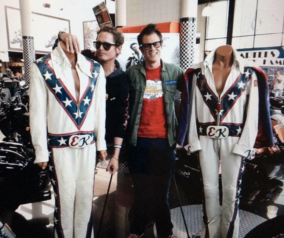 Johnny Knoxville and Lathan McKay in Being Evel (2015)
