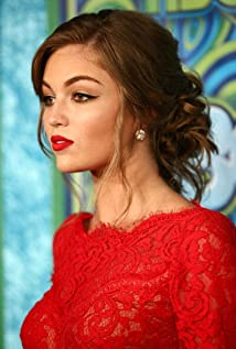Lili Simmons Picture