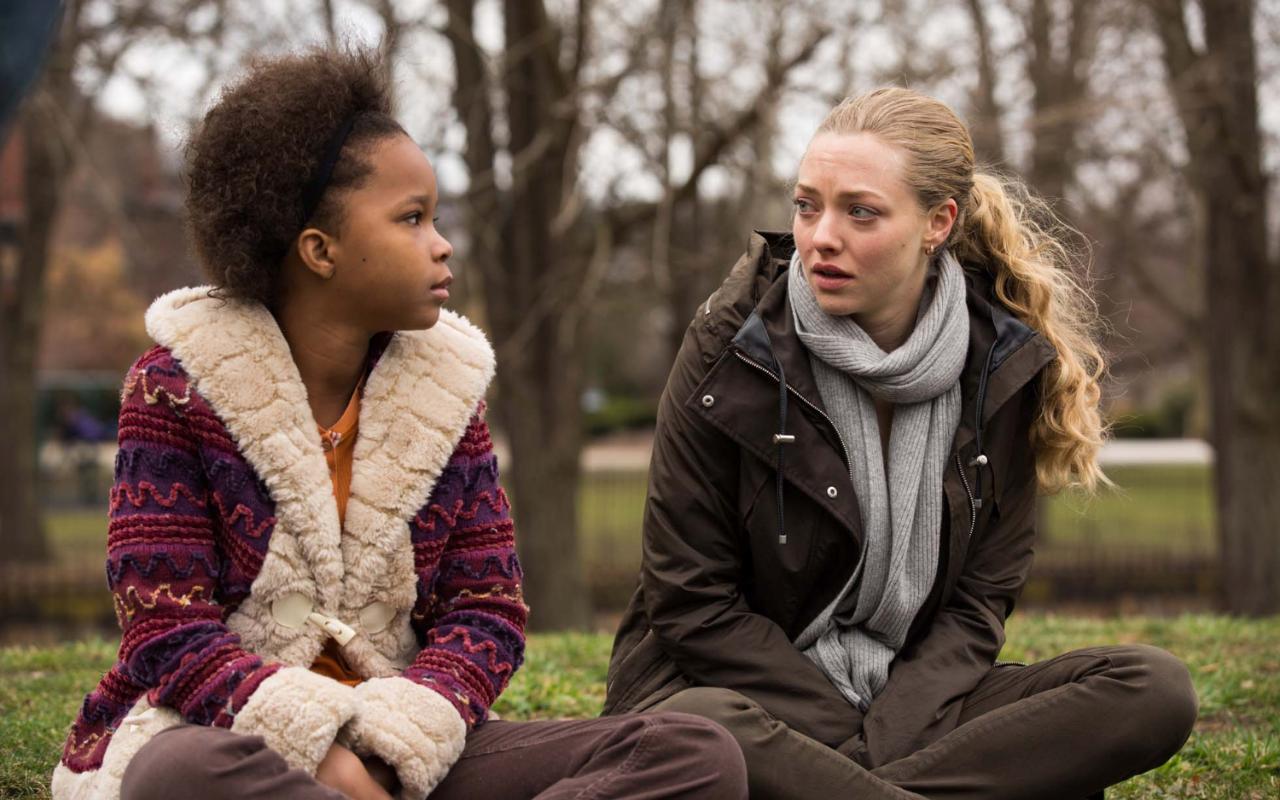 Amanda Seyfried dan Quvenzhané Wallis dalam Fathers & Daughters (2015)