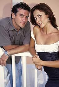 Luis Fernando Alvés and Patricia Vico in Paraíso (2000)
