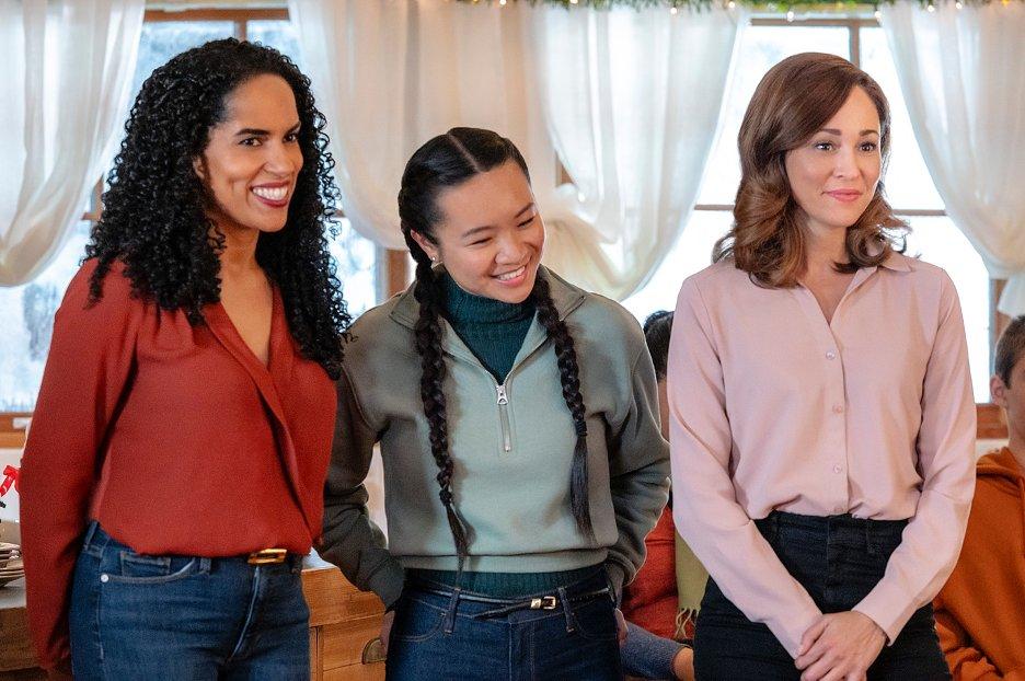 Autumn Reeser, Lisa MacFadden, and Tiffany Mo in A Glenbrooke Christmas (2020)