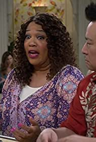 Kym Whitley and Rex Lee in Young & Hungry (2014)