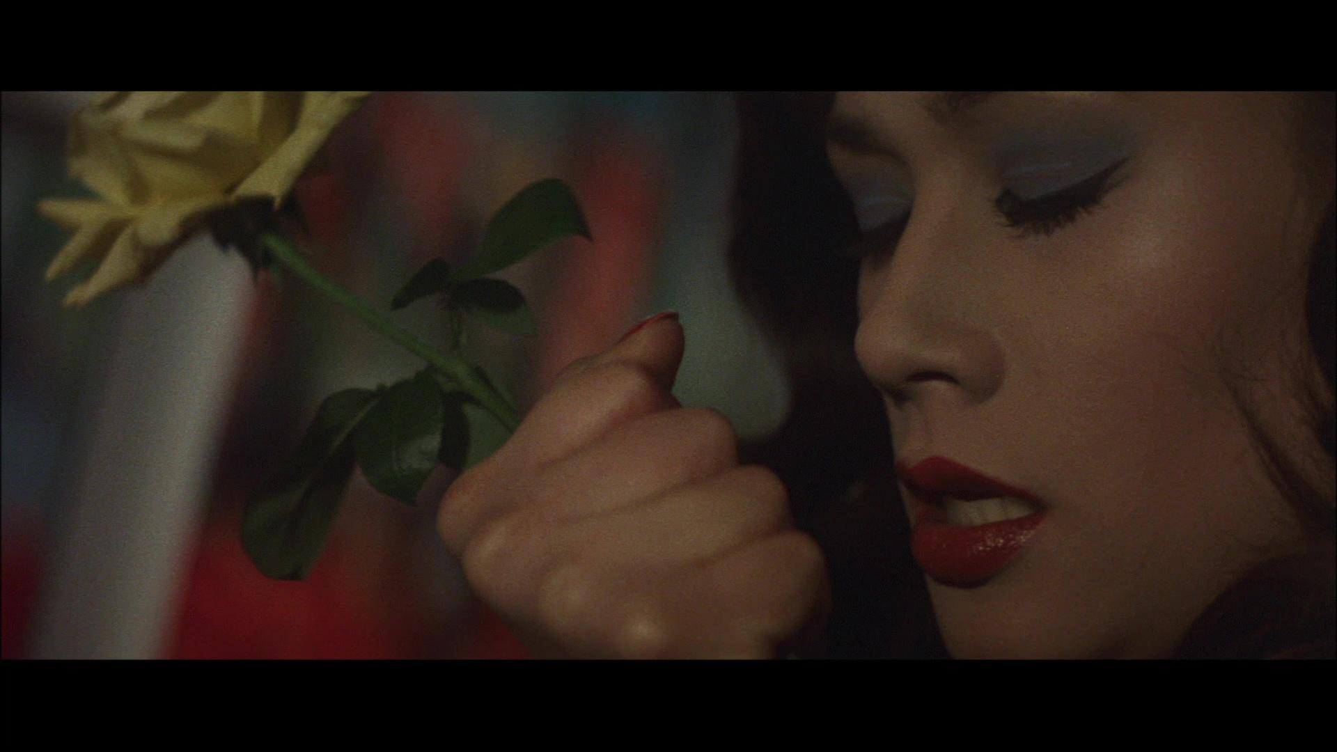 Janet Hatta in Doberuman deka (1977)