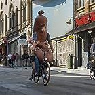 Johan Heldenbergh and Savannah Vandendriessche in Mijn vader is een saucisse (2021)