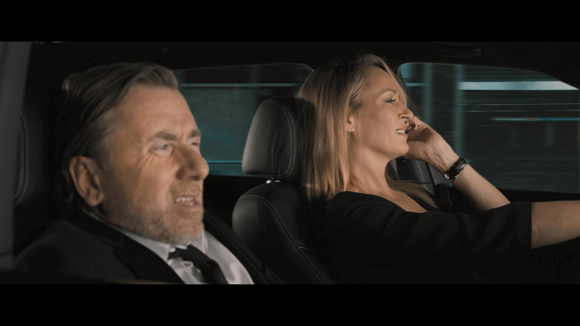 Uma Thurman and Tim Roth in The Con Is On (2018)