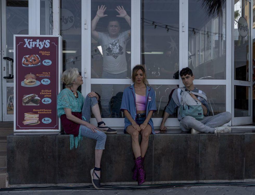 Secun de la Rosa, Susi Sánchez, María Hervás, and Àlex Monner in El Cover (2021)