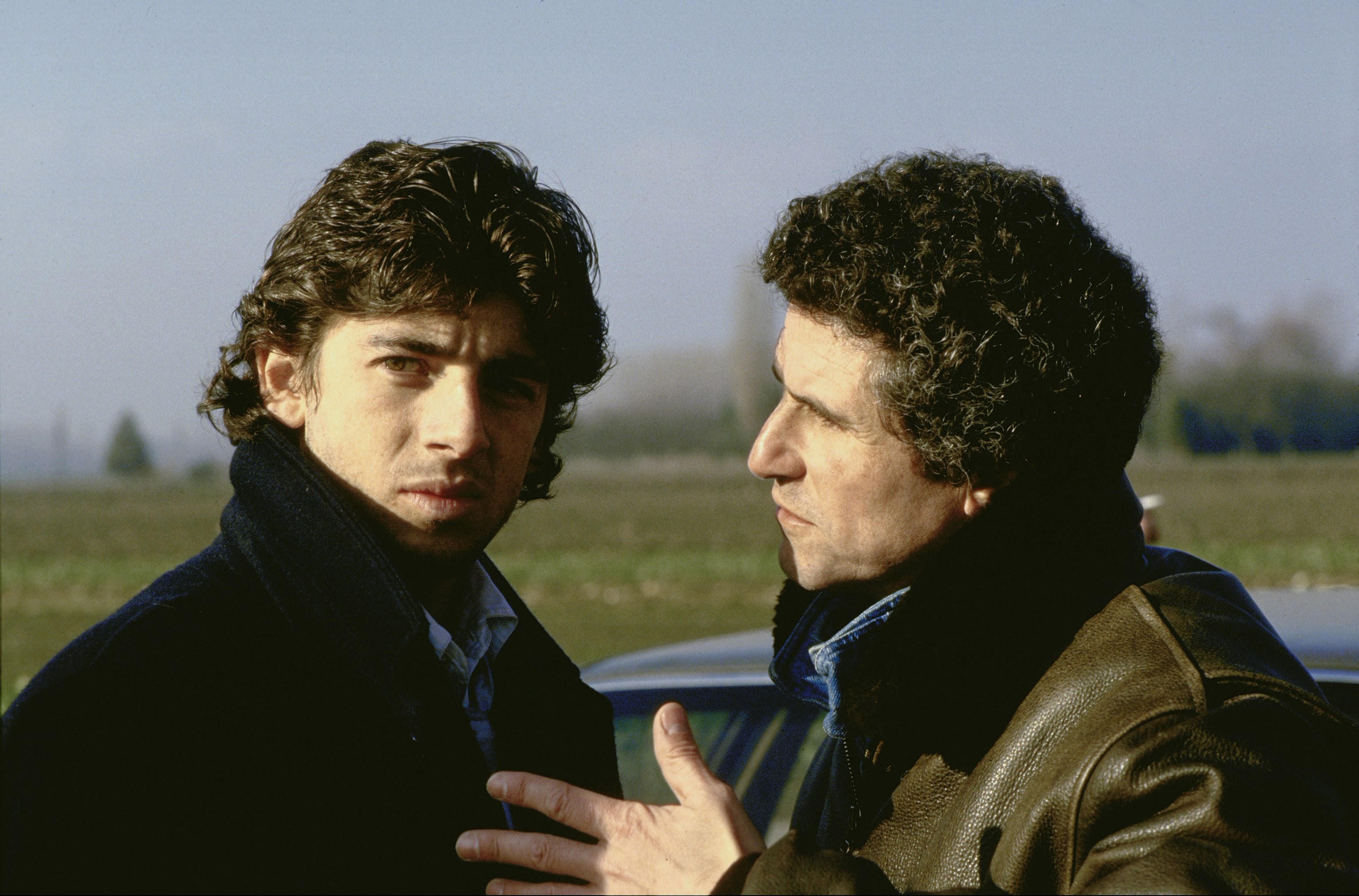 Patrick Bruel and Claude Lelouch in Attention bandits! (1986)