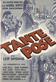 Tante Pose Poster