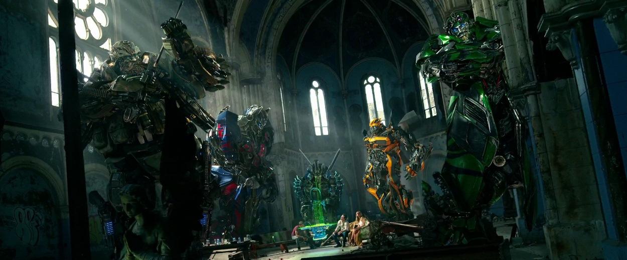 Mark Wahlberg, John Goodman, Peter Cullen, John DiMaggio, Ken Watanabe, Nicola Peltz, dan Jack Reynor dalam Transformers: Age of Extinction (2014)