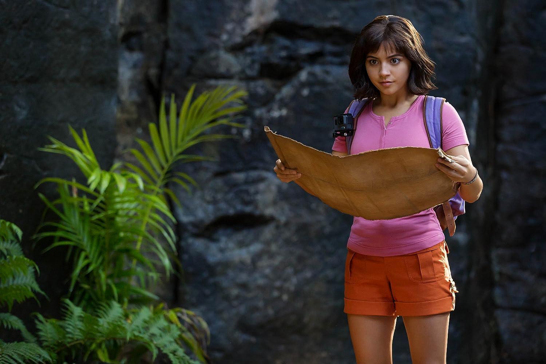 Isabela Moner dalam film Dora and the Lost City of Gold.