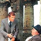 Roger Moore in Gli esecutori (1976)