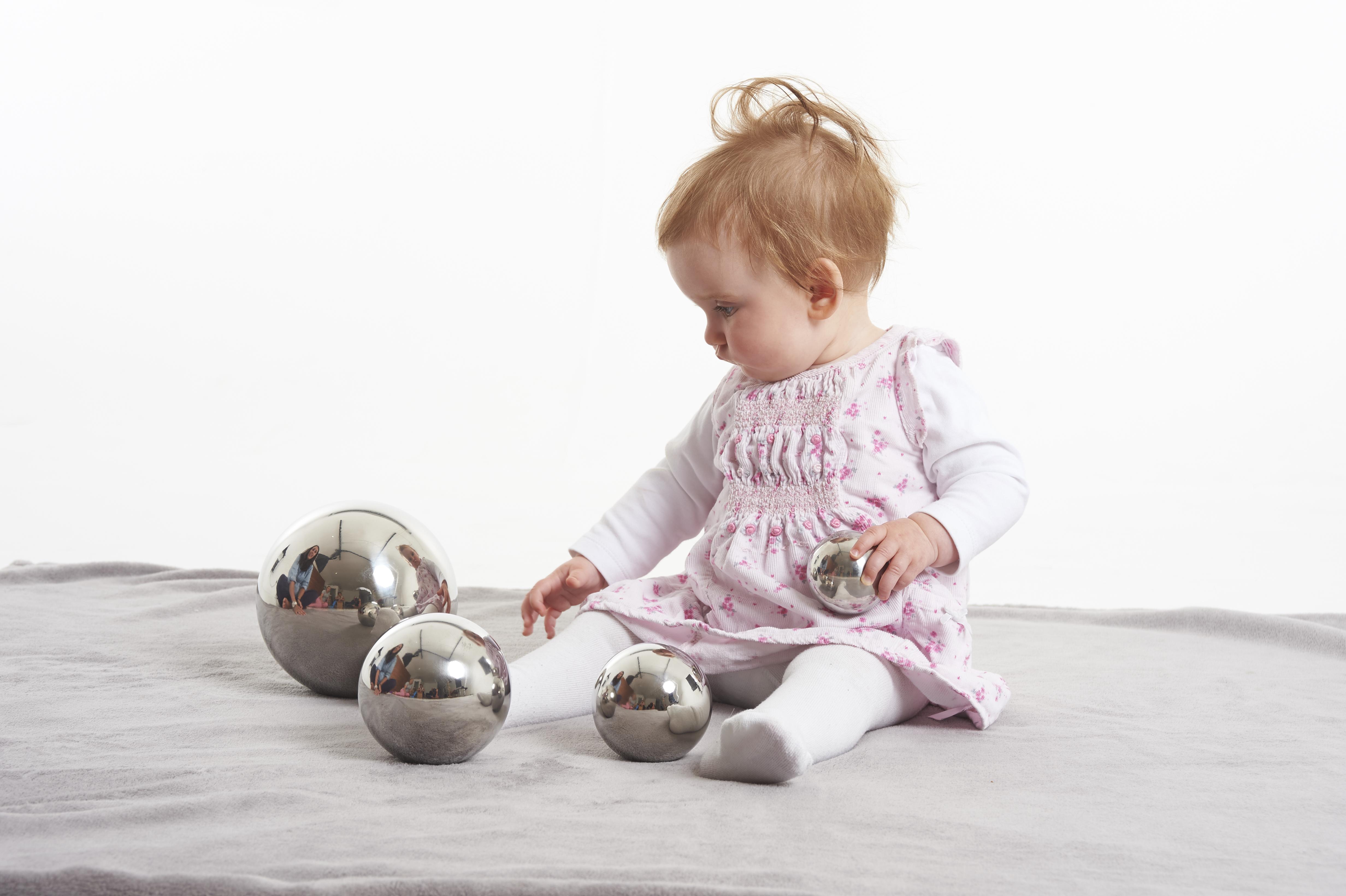 4-teilig Sensorischer TickiT 72201 Silberner Reflektierender Ball