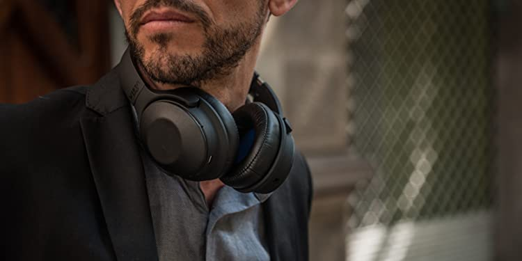 VIETA PRO · ALTAVOCES · AURICULARES. TRUE WIRELESS. NOISE CANCELLING