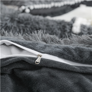 The durable metal zip design will not harm or scratch your skin