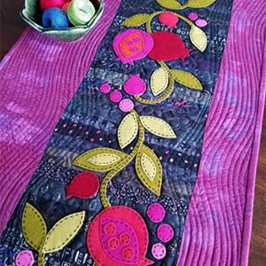table runner, flowers, sewing, crafts, applique, applique how to, beginner applique