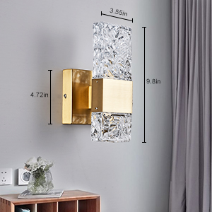 detail gold wall lamp