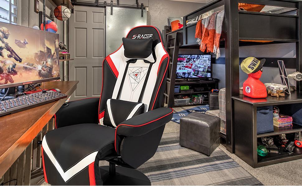 Gaming recliner in room