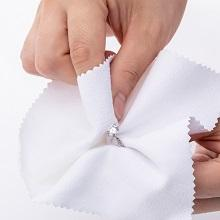 Rub with the cloth gives the polishing shine