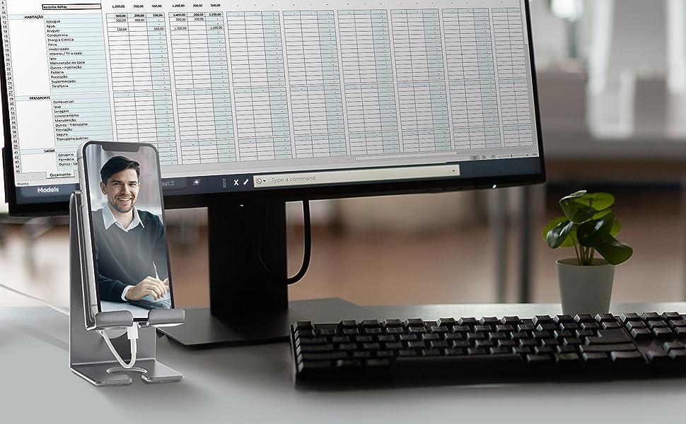 No escritório ou no home office o suporte acrimet facilita a visualização de vídeos e reuniões