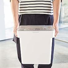 山崎実業 密閉 袋ごと米びつ タワー 5kg 計量カップ付 ホワイト 3375