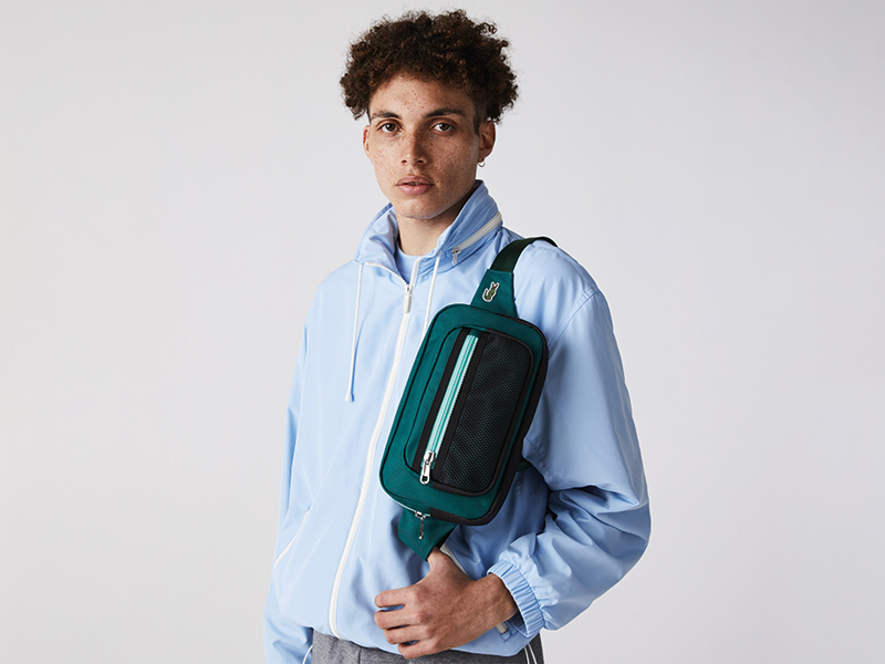 Bolso verde con marca Lacoste para hombre
