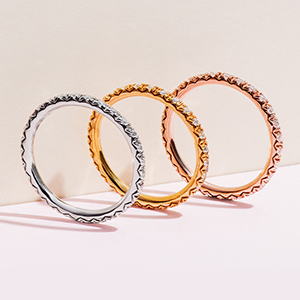 Wedding bands in rose gold, white gold and yellow gold