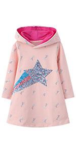 Vestido de niña con capucha