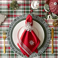 napkins,placemats,garland,classic,traditional,gathings,tablesetting,covering,holiday cheer