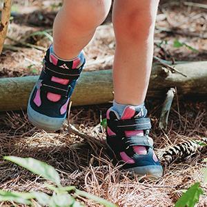 girls trekking boots