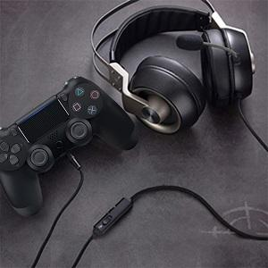 Enjoy voice chat and game audio by headphone