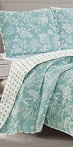 floral quilt set on color background