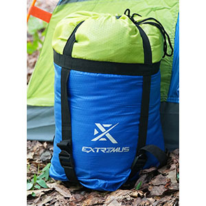 Every Extremus sleeping bag includes a stuff sack with drawstring top and compression straps
