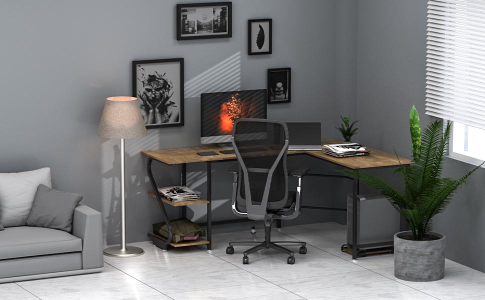 Bureau d'ordinateur en forme de L.