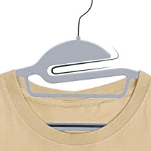 切込み設計で服の襟ぐりを広げず