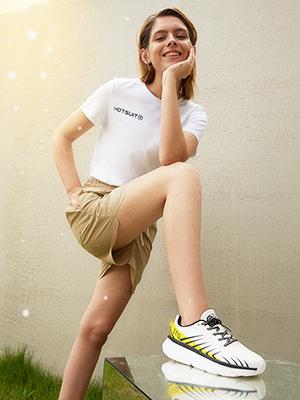 white tennis shoes women