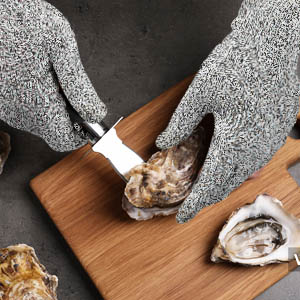 oyster shelling