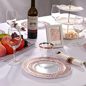Per rolled napkins with rose gold silverware
