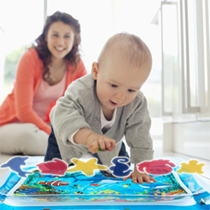 Floating stunning animals attract baby's attention to make tummy time fun and easy