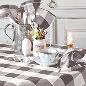 checked tablecloth round