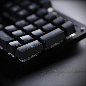 High-quality ABS keycaps, aluminum alloy steel plate to ensure that they have reliable