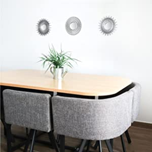 Hemdekor speglar i minimalistisk stil