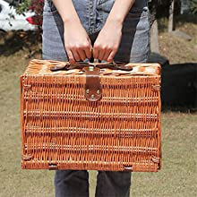 The picnic basket is exquisite in appearance and easy to take