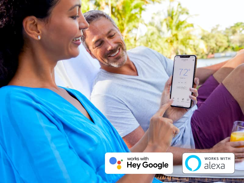 Couple on vacation using the Honeywell Home app to control their Wifi Smart Color Thermostat