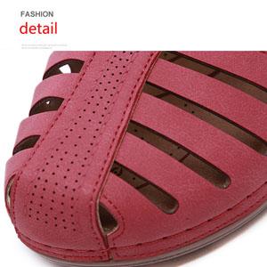 Close toe sandals