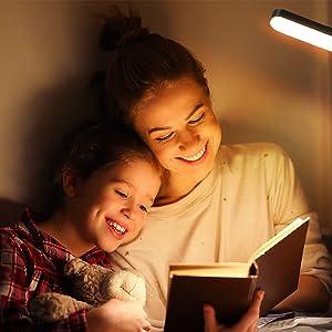 Schaffen Sie mit der Anten LED Stehleuchte eine gemütliche Atmosphäre für lustige Familienstunden