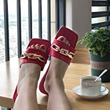 Our casual sandals slides are easy to slip on, perfect for your daily wear