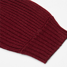 Ribbed neckline and sleeve cuffs