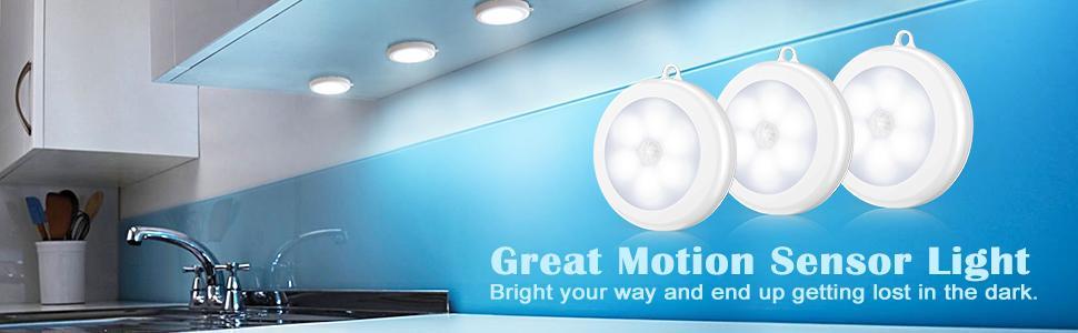 Motion sensor light with battery